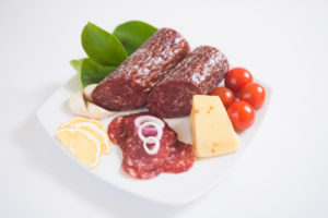 Swiss Deli Dutch Smoked Salami is a traditional fine textured mild-flavoured salami with distinct coriander, garlic and pepper flavour.