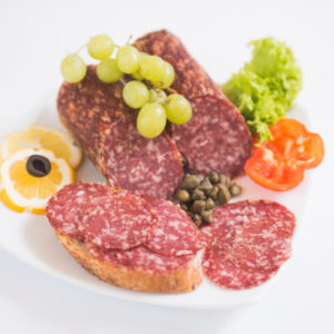 Swiss Deli Hot Spanish Salami is a spicy course-textured salami. Smoked paprika gives Spanish Salami its authentic flavour and aroma.